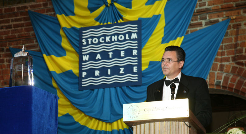 James Clark presents the 2007 Stockholm Water Prize during the awards ceremony at Stockholm City Hall. Photo courtesy of Cecilia Österberg, Exray.