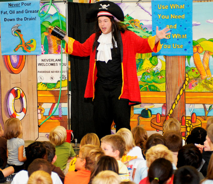 Pirate Captain Doorknob educates students about conserving water. Photo courtesy of The National Theatre for Children (Minneapolis).