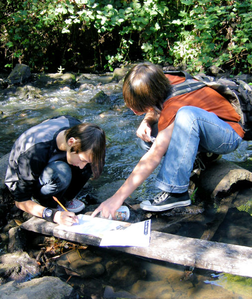 The Pacific Northwest Clean Water Association (PNCWA) gets high- and middle-schools involved in the water sector by supporting water curricula and programs through its Adopt-A-School grant program. Photo courtesy of PNCWA.