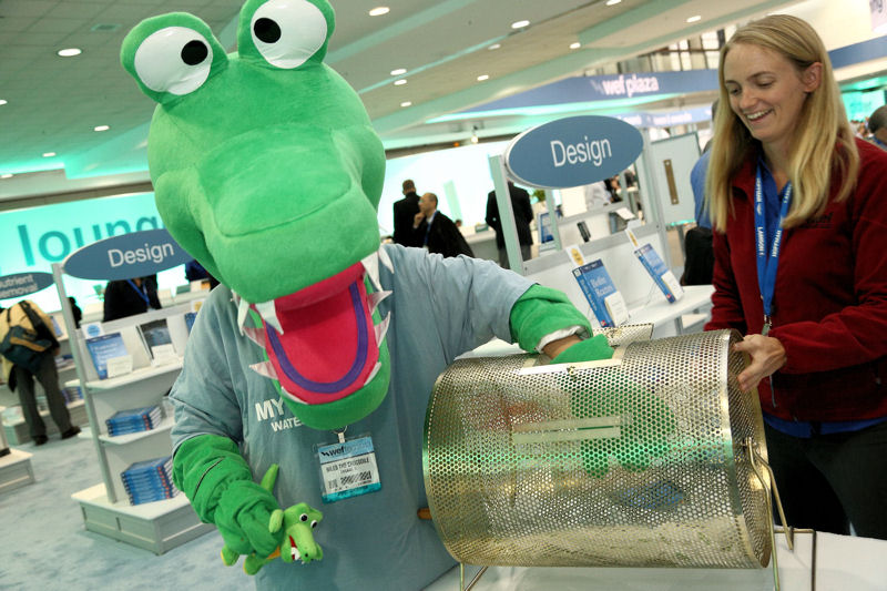 Niles the Crocodile helps draw a Kindle Paperwhite winner at WEFTEC. Photo courtesy of Oscar Einzig Photography.