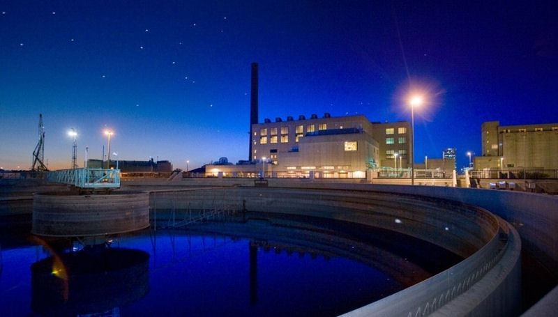 Jones Island Water Reclamation Facility is run jointly by Veolia Water North America (Chicago) and the Milwaukee Metropolitan Sewerage District through a private-public partnership that serves 1.1 million customers in southern Wisconsin. One of the main attractions of Doors Open Milwaukee, the facility draws thousands of visitors annually. Photo courtesy of Veolia.