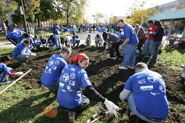 "Volunteer built a rain garden in Chicago as part of the ""Gettin' Out of the Gutter"" service project during WEFTEC 2008. Photo courtesy of Oscar Einzig Photography."