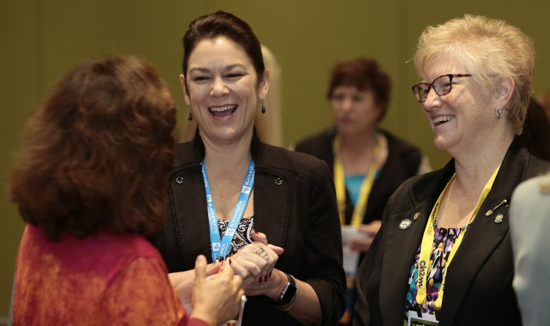 Women leaders network during the WEFTEC 2015 Breakfast With Women Water Leaders. Photo courtesy of Oscar Einzig Photography.