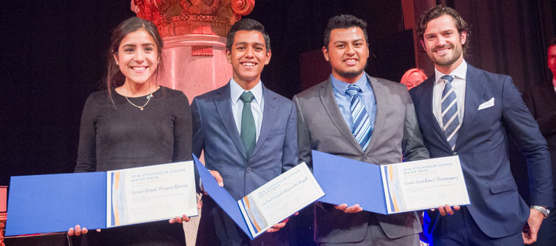 The student team from Mexico – from left, Eunice Yaneli Masegosa Gaona, Gabriel David Alejandro Trujillo, and Carlos Castellanos Dominguez – receive the Diploma of Excellence from Prince Carl Philip of Sweden during World Water Week. Photo courtesy of the Jonas Borg, Stockholm International Water Institute.