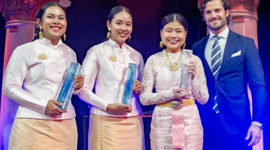 The team of students from Thailand — from left, students Thidarat Phianchat, Kanjana Komkla and Sureeporn Triphetprapa — received the international 2016 Stockholm Junior Water Prize from Prince Carl Philip of Sweden. Photo courtesy of the Jonas Borg, Stockholm International Water Institute.