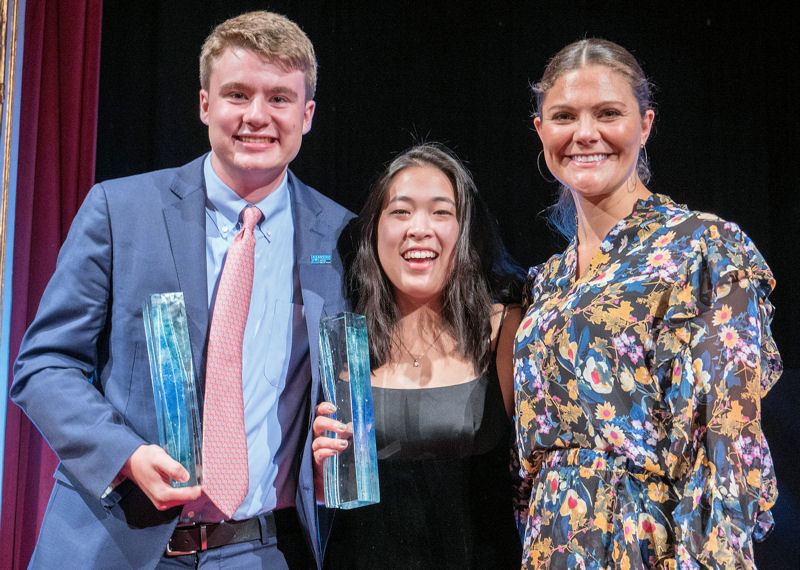 From left, Ryan Thorpe and Rachel Chang, two students from New York, hold the 2017 Stockholm Junior Water Prize award presented by Crown Princess Victoria of Sweden. Photo courtesy of Jonas Borg, Stockholm International Water Institute (SIWI).