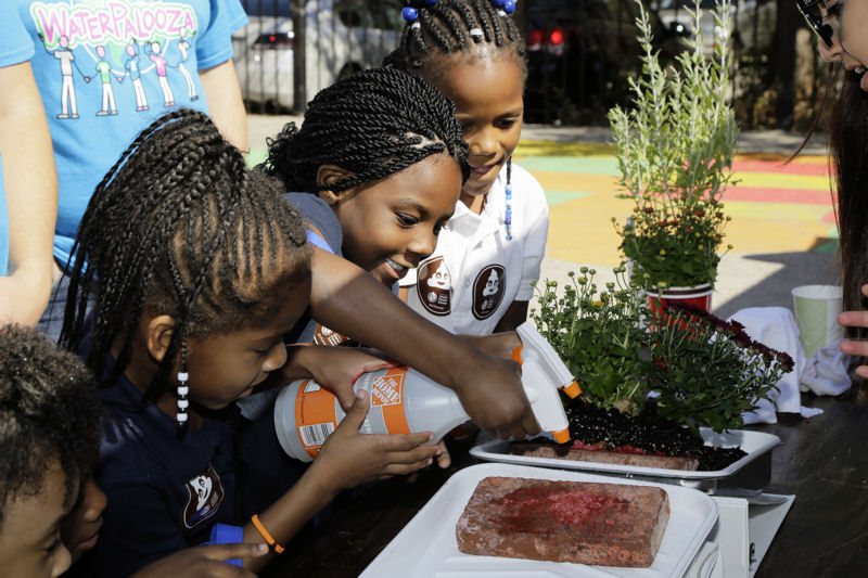 A series of hands-on, educational activities helped educate the students about the local water environment, the value of water, water initiatives in the community, and steps to take to protect local water resources. Photo courtesy of Oscar & Associates.