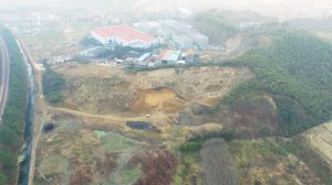 An aerial photo taken during the excavation shows the project and the area of the Laohuling dam. Photo courtesy of the Zhejiang Provincial Institute of Cultural Relics and Archaeology.