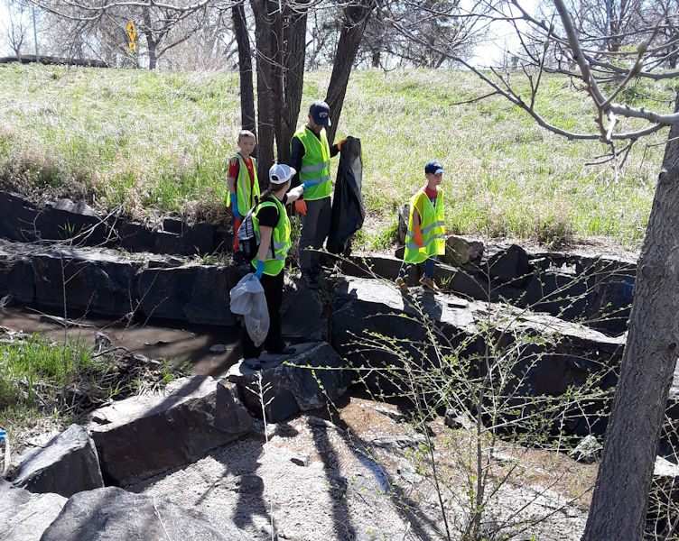 The river clean-up showcased the facility's commitment to increasing awareness of its role in protecting the environment and public health. Photo courtesy of the South Platte Water Renewal Partners.