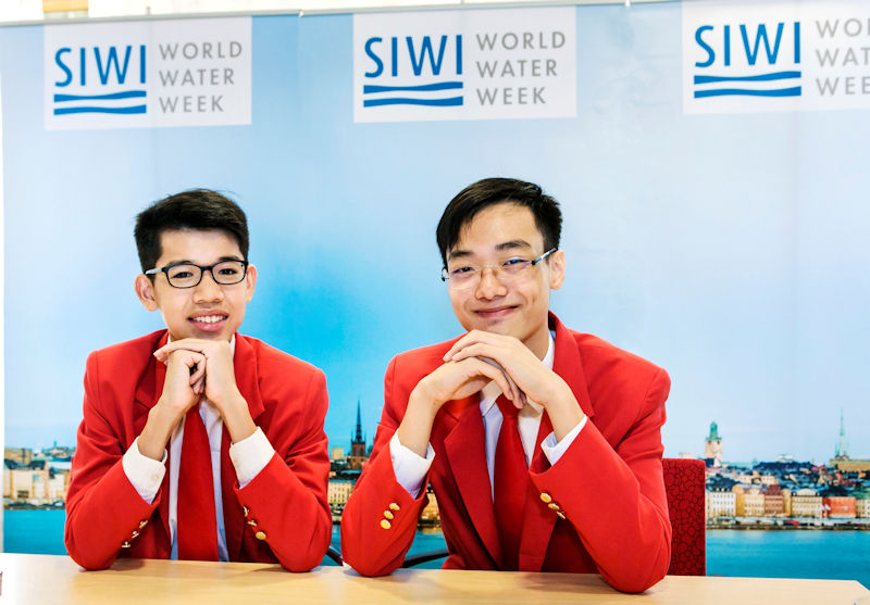 From left, Caleb Liow Jia Le and Johnny Xiao Hong Yu, won the 2018 Stockholm Junior Water Prize (SJWP) for developing a system that uses natural materials to generate reduced graphene oxide that filters water. Photo courtesy of Mikael Ullén, Stockholm International Water Institute (SIWI).